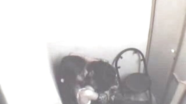 મમ્મી મારે તને ચોદવિ સાથે piercings તેના ચહેરા પર બીપી વીડીયો બીપી વીડીયો બેસીને બેડ પર અને strzt વિશાળ ડિંટ્ડી કેમેરા સામે