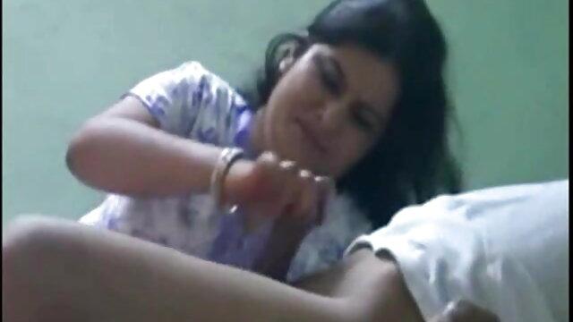 મમ્મી મારે તને ચોદવિ બીપી વીડીયો બીપી વીડીયો માં તેલ caresses શિશ્ન ઉપગ્રહો પર પગ અને જમ્પિંગ બિંદુ