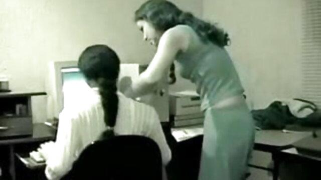 ઘર-સેક્સ રાત્રે ઇંગ્લીશ બીપી સેક્સ વીડીયો બેડરૂમમાં