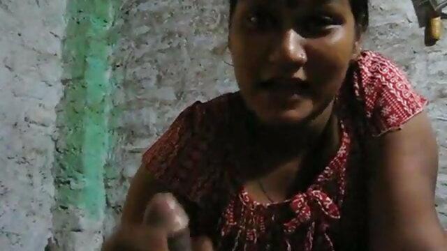 સોનેરી નગ્ન ઇન્ડિયન બીપી વીડીયો શરીર માખણ સાથે smeared અને પર બેસીને સેક્સ મશીન.