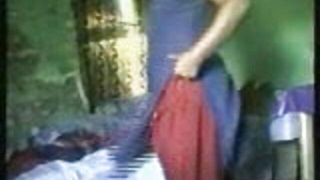 આ છોકરી લાગે છે સેકસી વીડીયો મુવીસ સ્તન દરમિયાન સફાઈ